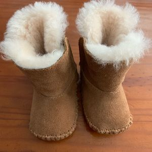Ugg newborn boots used 2 times
